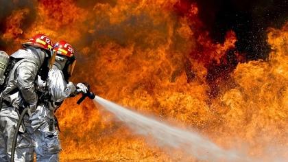 Двое человек погибли при пожаре в Новосибирске