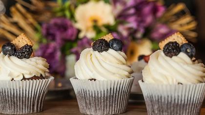 Роспотребнадзор назвал шаурму и пирожные самыми опасными блюдами в ресторане