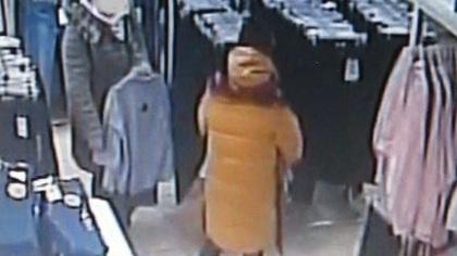 Сотрудники магазина в Междуреченске ищут забывших оплатить товар покупателей