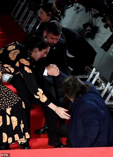 Легендарный Аль Пачино оконфузился на красной дорожке BAFTA (фото)