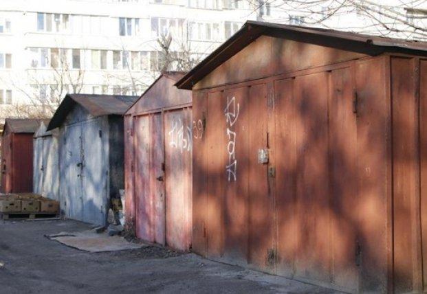 В Киеве возле гаражей нашли мертвую девушку (фото)