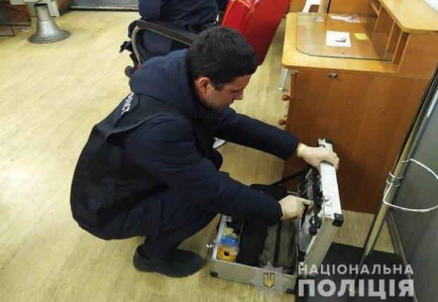 В одесском салоне красоты мужчина подстрелил парикмахершу (видео)