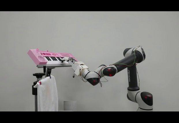 Руку-робота научили играть на пианино (видео)