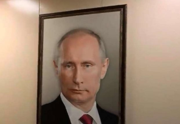 Напился и материл портрет Путина: в России уволили офицера-подводника