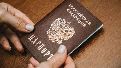 Депутат из Ленобласти предложил менять паспорта в 60 лет