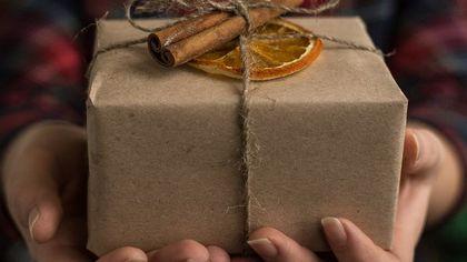 Новокузнечанин предложил свои услуги по распаковке посылок из Китая