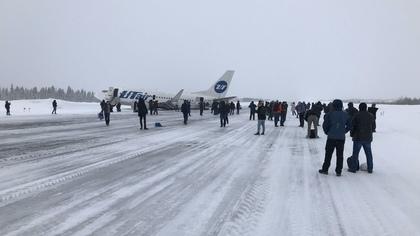 Пассажирский самолет сел на брюхо в аэропорту Усинска