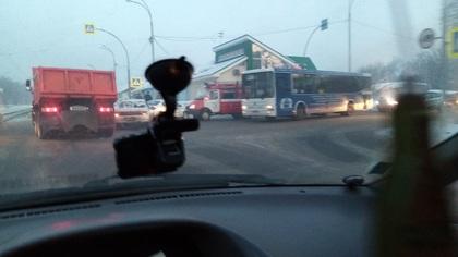 Две легковушки не поделили дорогу на перекрестке в Кемерове