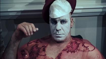 Пользователи Сети раскрыли личности снявшихся в клипе лидера Rammstein россиянок