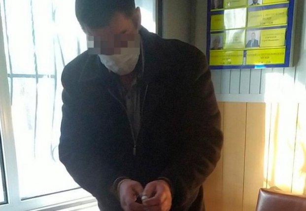 На Николаевщине мужчина угрожал полицейским ножом из-за замечания об отсутствии маски