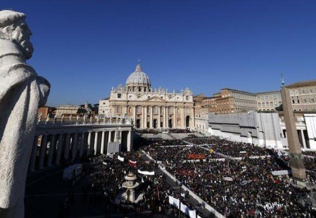Виртуальная Пасха: Папа Римский впервые обратится с посланием онлайн