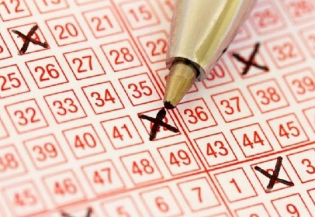 После 35 лет игры в лотерею супруги сорвали куш