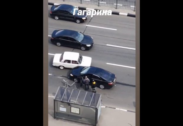 ДТП в Харькове: девушка снесла забор (видео)