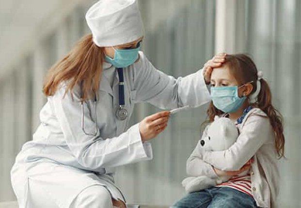 Несколько человек в больнице: что известно о состоянии девушек, попавших в эпицентр вспышки коронавируса в Киеве