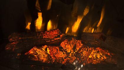 Баня и частный дом загорелись в Кузбассе