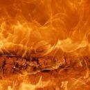 Дом загорелся ночью в дачном поселке Новокузнецка