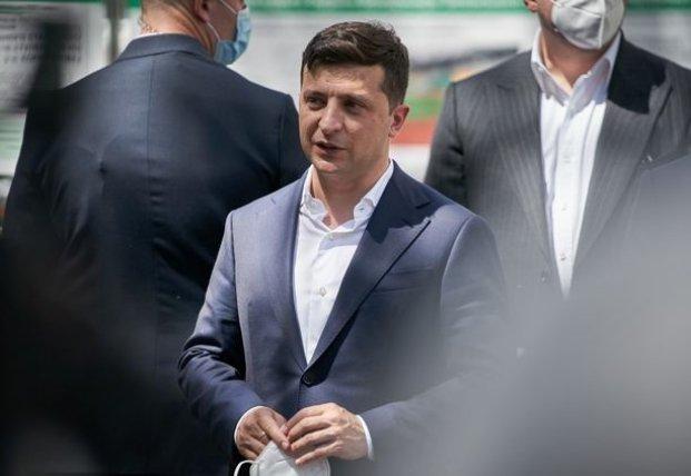 Кортеж Зеленского вырос до 14 авто. Как и с кем ездит по Украине президент