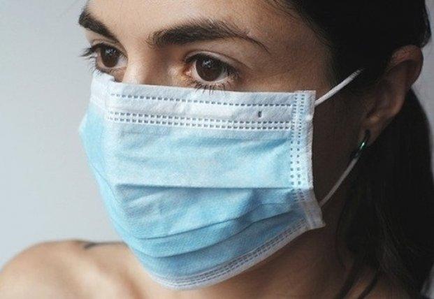 В Сети показали способ носить маску без боли за ушами (видео)