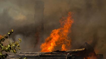 Крупный пожар уничтожил постройки в кузбасском городе
