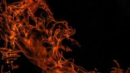 Автомобиль загорелся ночью в Прокопьевске