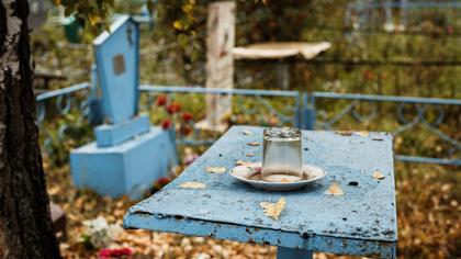 Жители саратовской деревни массово подхватили коронавирус на похоронах
