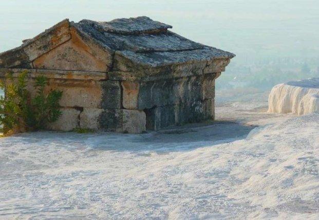 Археологи обнаружили воздухонепроницаемый свинцовый саркофаг