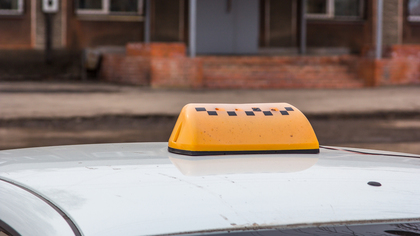 Злоумышленник угнал такси по пути из ночного клуба в Новокузнецке