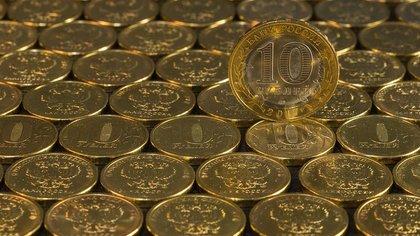 Российский аналитик предложил провести деноминацию рубля в 100 раз