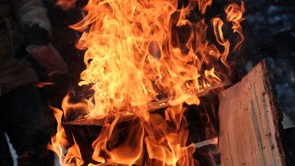 Два частных участка горели в Кузбассе ночью