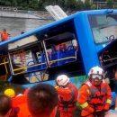 Водитель автобуса утопил 21 пассажира в Китае