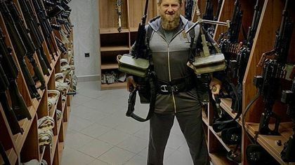 Рамзан Кадыров сфотографировался с пулеметами в ответ на санкции США