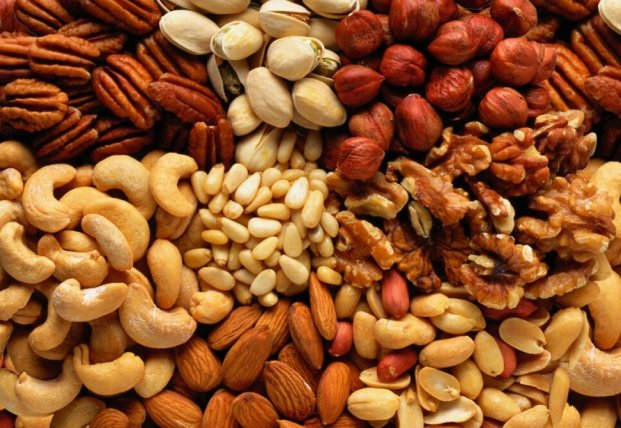 Диетолог рассказала, кому противопоказано употреблять орехи