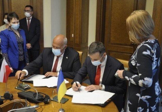 Украина и Польша подписали декларацию по обмену налоговой информацией