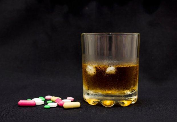 Врачи назвали самые опасные сочетания алкоголя и лекарств