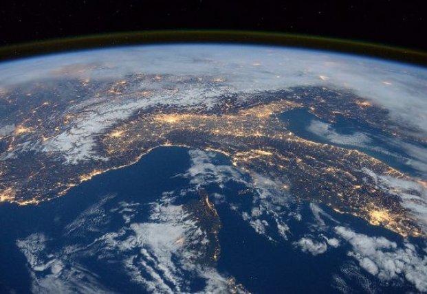 Ученые NASA обнаружили над Землей гигантскую аномалию (видео)