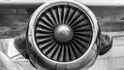 Около 30 человек пострадали в результате жесткой посадки самолета в Индии