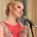 Волочкова открыла комментарии в Instagram под откровенным фото в купели
