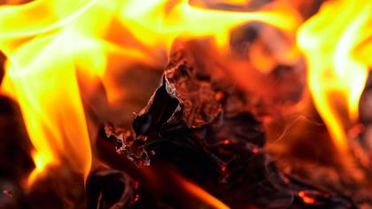 Частная постройка загорелась в Новокузнецком районе