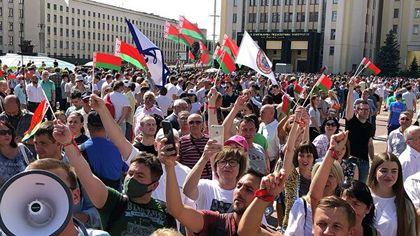 Лукашенко вышел с речью к митингующим