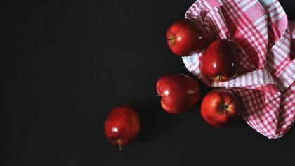 Специалисты Роспотребнадзора предупредили об опасности яблок для желудка и кишечника