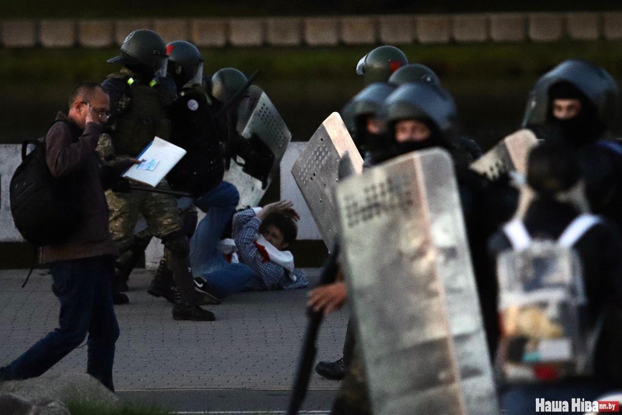 Жесткие задержания и водометы с краской: в Беларуси новые протесты (фото, видео)
