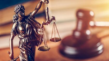 Следствие ужесточило обвинение бывшим полицейским по делу Голунова