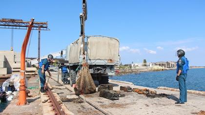 Сотрудники МЧС нашли 18 тысяч боеприпасов на затопленном судне в Крыму