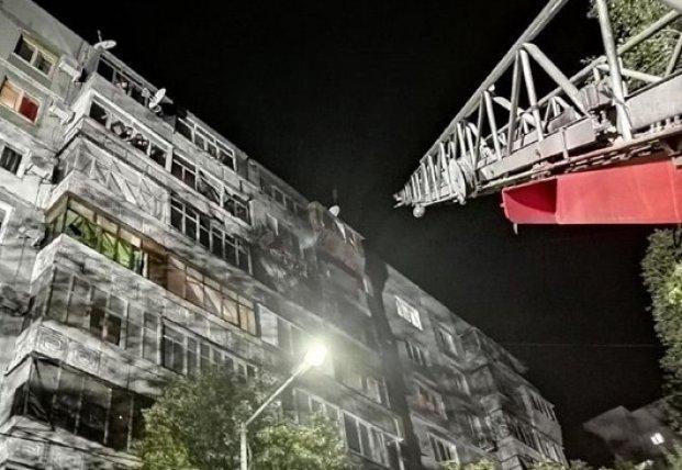 В Запорожье произошел пожар в многоэтажке: повреждено семь квартир (фото)
