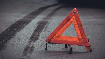 Столкновение автомобилей затруднило проезд по крупному кемеровскому перекрестку