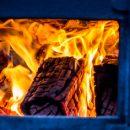 Частная баня загорелась в новокузнецком поселке