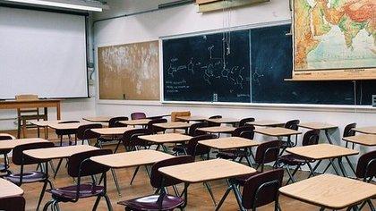 Кемеровчанин потребовал перевести школьников на дистанционное обучение