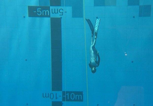 В Польше открылся самый глубокий бассейн в мире (видео)