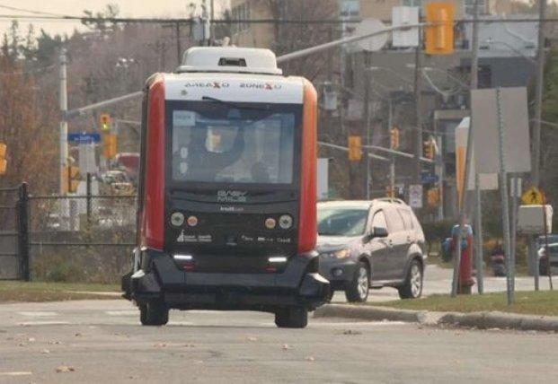 В Канаде испытывают беспилотные городские автобусы (видео)