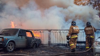 Автомобиль загорелся на улице в Кузбассе